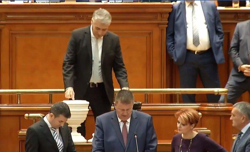 Deputatul demisionar din PSD Mihaiță Găină a votat pentru demiterea Guvernului 482