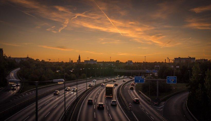 Ce a păţit un şofer român care a depăşit viteza legală cu 9 km/h pe o autostradă din Olanda? La prima vedere ar putea părea o glumă!