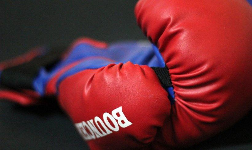Momentul șocant în care un boxer este făcut K.O. Sportivul e acum în stare critică. Atenție, imagini cu impact emoțional!