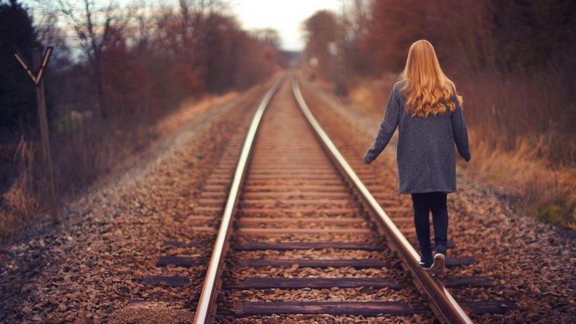 O femeie s-a aruncat în fața unui tren la Poiana Câmpina. A murit pe loc!
