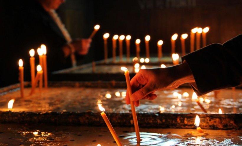 Intrase într-o biserică din Năvodari și voia să aprindă niște lumânări la morți și la vii, când a văzut un afiș care l-a făcut să-și facă cruce de uimire. Nu te aștepți să citești așa ceva acolo! (FOTO)