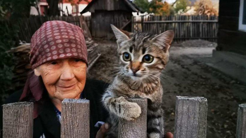 Fotografia unei bunicuţedin Bucovina a devenit virală. A înduioşat mii de oameni!