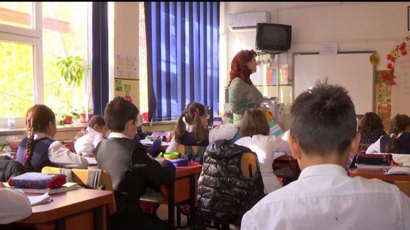 Zece mii de euro adunaţi pentru fondul şcolii. Cum au reacţionat autorităţile