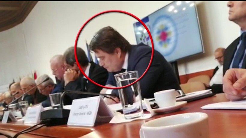 Sforăituri la bilanțul lui Petre Daea. Unul dintre directorii din ministerul Agriculturii a ațipit - VIDEO