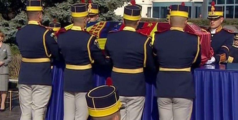 Moment istoric în România. Regina Elena, acasă după 71 de ani - VIDEO 16