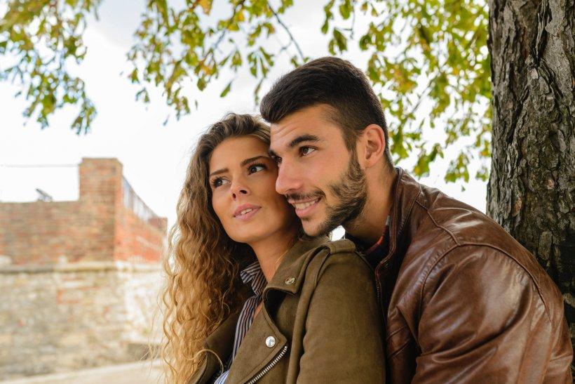 """Povestea ciudată a unui cuplu. Bărbatul a povestit tot: """"Amantul iubitei mele ne vizitează de două ori pe săptămână. Cea mai mare provocare pentru mine a fost să..."""""""