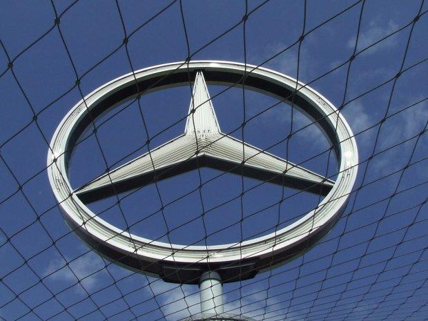 Cum a pierdut România fabrica Mercedes. Rechinii imobiliari au umflat artificial preţurile terenului