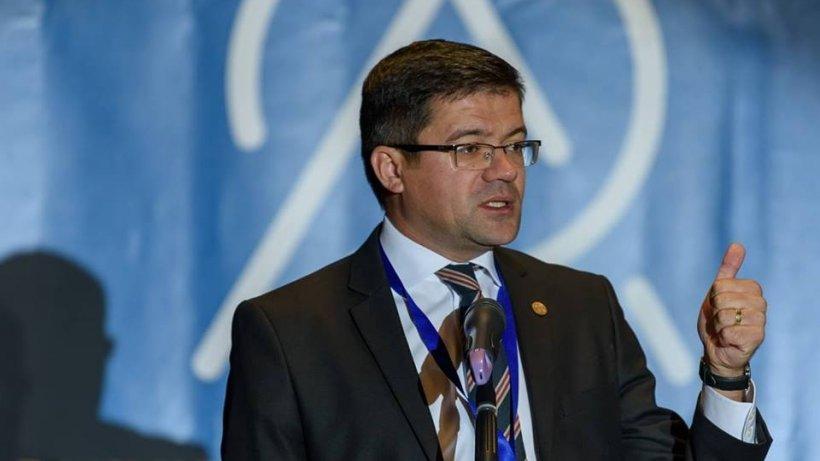 Costel Alexe, propus ministru al Mediului în guvernul PNL, a protejat trei vipere cu 350.000 de euro