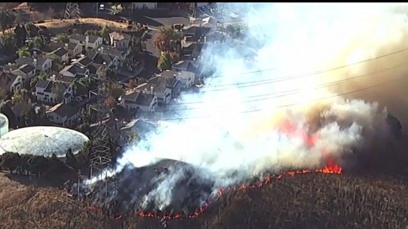 Stare de urgenţă în California în urma incendiilor devastatoare de vegetaţie
