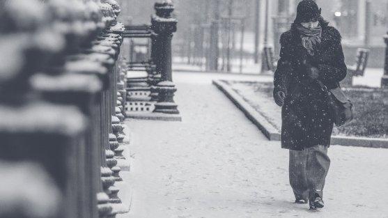 Românii încep să resimtă valul de aer polar care s-a abătut asupra ţării noastre. Vin ninsorile!