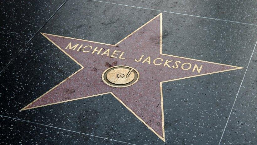Top Forbes. Cine sunt vedetele care fac bani și după moarte. Michael Jackson ocupă prima poziție cu o sumă uriașă