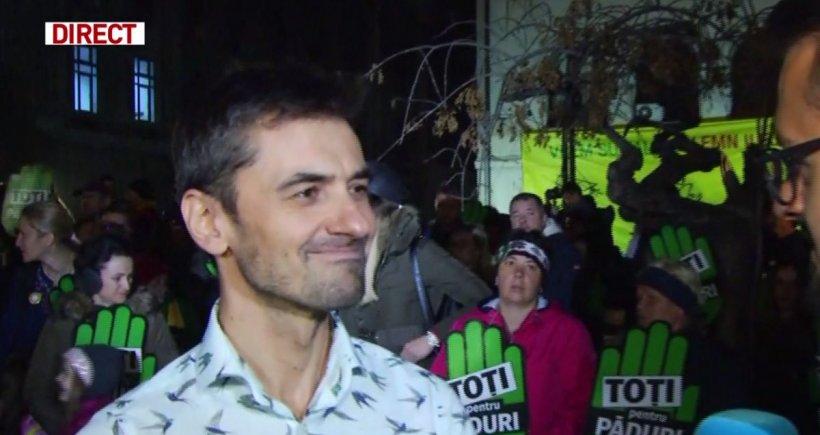 """Respirăm un aer pe care nu știm să-l prețuim și să-l conservăm. Alex Găvan, la marșul pădurilor din Piața Universității: """"Planeta este un templu. Trebuie să cerem iertare fiecărui om, munte, vale, plantă!"""","""