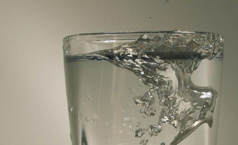 Nu bea niciodată apa lăsată în pahar peste noapte. Iată la ce pericol te expui