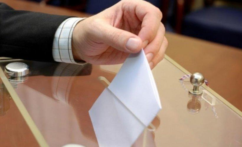 ALEGERI PREZIDENȚIALE 2019. Incident la o secție de votare din Dolj! S-au ales cu dosar penal după ce au intrat mai mulți în cabina de vot
