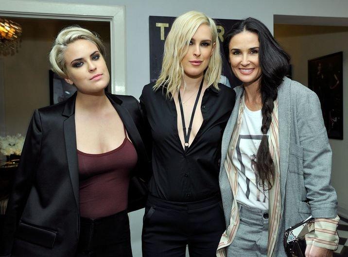 """Demi Moore a împlinit 57 de ani. Cum arata acum! Fiicele spun tot adevărul despre ruptura dintre ele: """"Nu am vorbit 3 ani cu mama!"""""""
