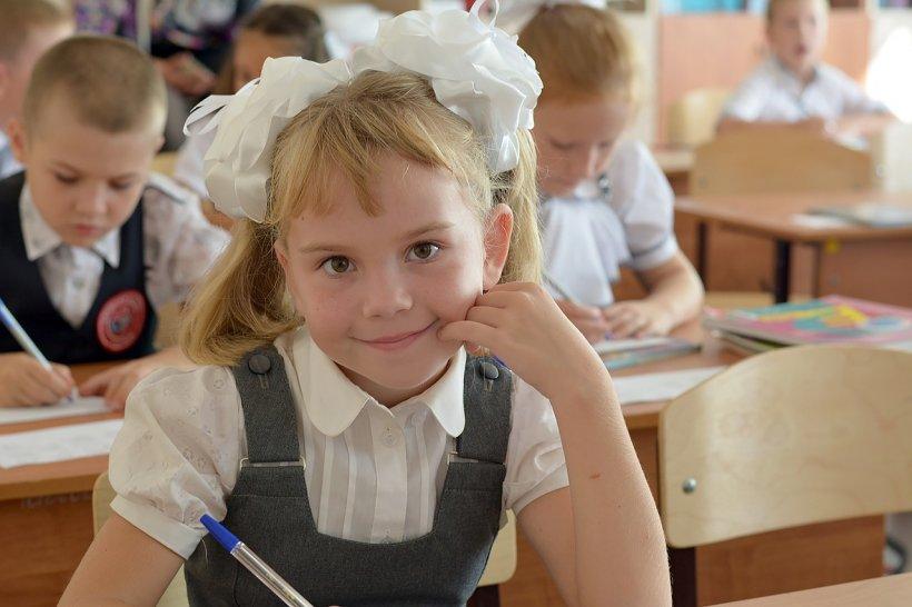 Fetița de 10 ani a refuzat să rezolve o problemă la testul de matematică, însă i-a oferit profesoarei o explicație în scris genială