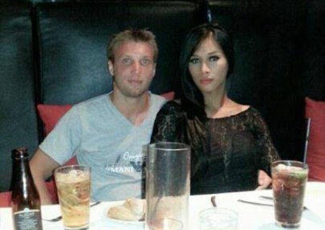 S-au cunoscut într-un bordel, s-au căsătorit și erau fericiți până când totul s-a aflat! Un instalator a intrat în casa lor si a descoperit nenorocirea - Ce îi făcuse soțul femeii e de domeniul SF