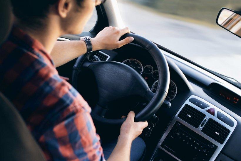 De câte ori pleca de acasă, șoferul de TIR din Câmpina simțea că se întâmplă ceva ciudat cu partenera sa de viață prin spatele său. Când a aflat ce era de fapt, a luat foc. S-a dus direct la poliție