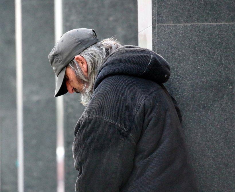 Bărbatul fără adăpost venea mereu la spitalul din Iași. Deși trebuia operat de urgență, el refuza de fiecare dată. Motivul dureros din spatele acestei drame