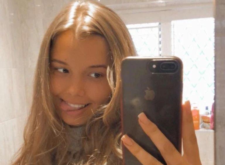 Adolescenta de 17 ani a primit o cerere inedită pe o rețea de socializare de la o femeie. Când a continuat să insiste, fata i-a arătat mamei sale mesajele. Aceasta a intrat imediat în panică