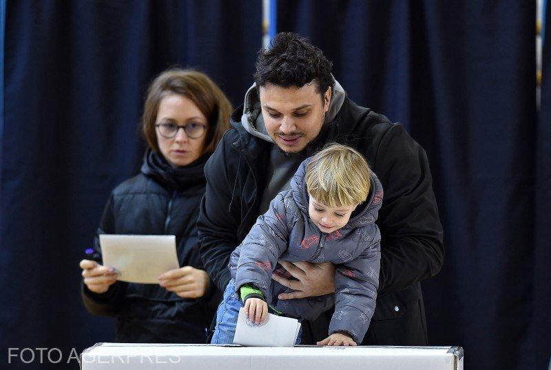 ALEGERI PREZIDENȚIALE 2019. BEC: Peste 10.000.000 de români au votat până acum. În țară, prezența este de aproape 50%. Ilfovul și Clujul au trecut de 60%
