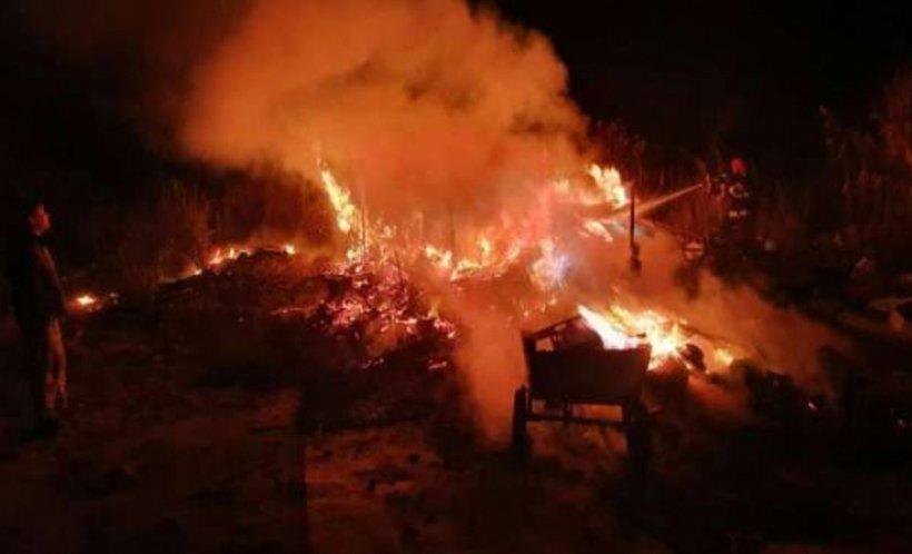 Bărbat carbonizat în Timiș, după ce adăpostul improvizat în care trăia a luat foc