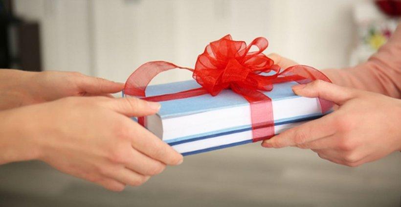 5 reguli de urmat atunci când vrei să faci cadou o carte