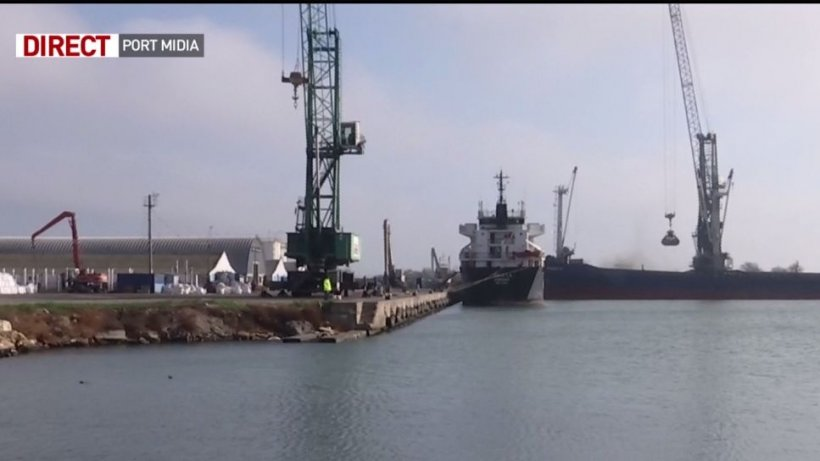 Imagini cu operaţiunea de salvare a animalelor de pe nava răsturnată în portul Midia! 119 oi au fost aduse la mal