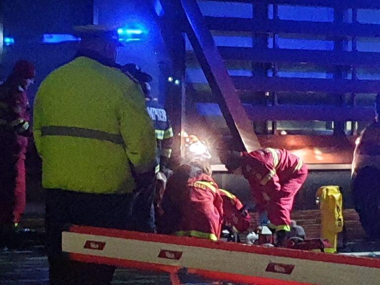 Un angajat al companiei Nokia s-a aruncat de la etajul cinci, sub privirile poliţiştilor. Bărbatul a decedat