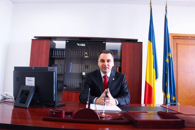 Un senator din partidul lui Băsescu vrea să introducă amenzi de până la 10.000 de euro în școli. Ce vrea să interzică