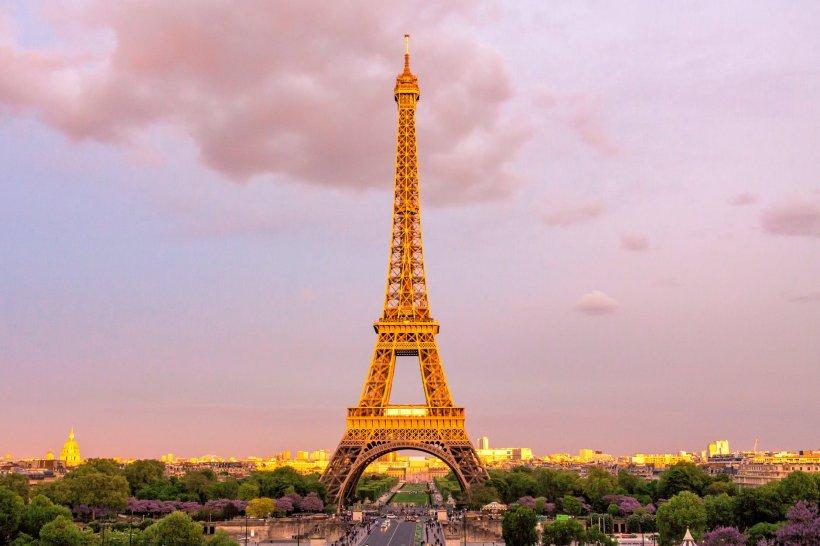Turnul Eiffel, închis joi din cauza grevelor; Palatul Versailles recomandă amânarea vizitelor