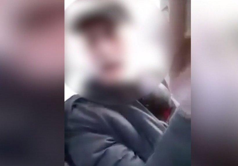 Un bărbat înarmat cu un cuțit a semănat teroare într-un autobuz. Reacția Poliției