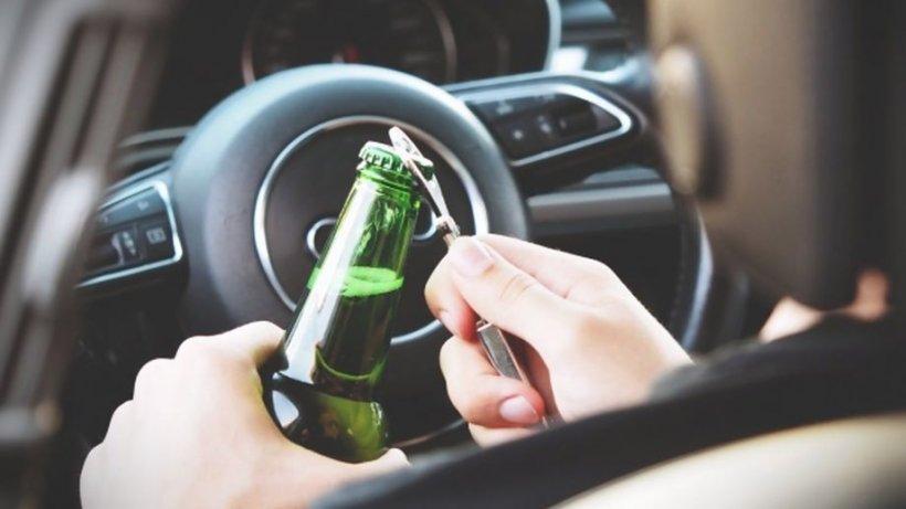 Un bărbat din Suceava s-a urcat beat la volan şi s-a oprit cu maşina într-un copac. După patru zile a sunat la poliție să spună că ...