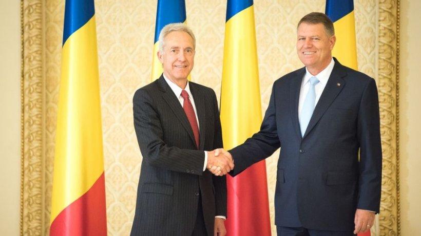 Klaus Iohannis l-a decorat pe Hans Klemm cu cea mai înaltă distincție a României