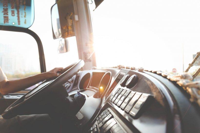 Șofer român de TIR, în comă, după ce a fost strivit de camionul condus de soția lui