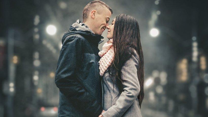"""Un bărbat povestește: """"Am făcut amor pentru prima oară dar ceva nu este în regula. Simt că..."""""""