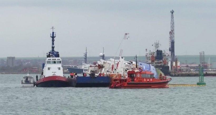 Accident teribil în Portul Constanța: Un muncitor a căzut în apă cu tot cu motostivuitor. Bărbatul este de negăsit