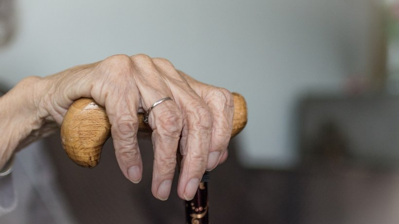 Bătrâna ieșise pe o stradă din Timișoara, când ceva tulburător s-a întâmplat. Câteva zile mai târziu, o altă pensionară pățea același lucru! Nu, nu era doar o coincidență