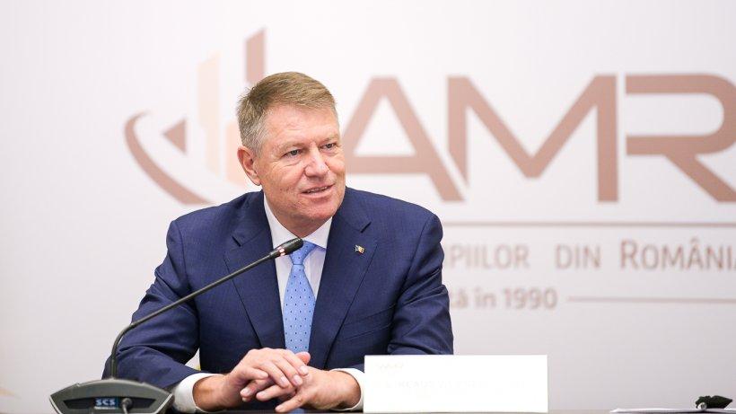 Iohannis îi retrage decorația lui Adrian Năstase