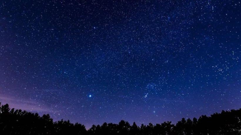 """Lumini ciudate au fost filmate pe cer deasupra unui orăşel din Arizona. """"E o navă extraterestră"""" - VIDEO"""