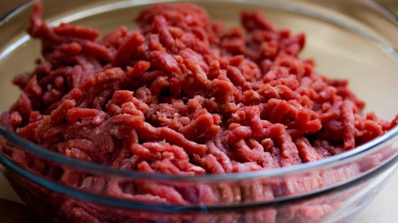 Alertă alimentară: carnea cu pestă porcină păstrată în congelator poate conţine virusul trichinelozei. Ce sunt sfătuiţi oamenii să facă de Crăciun