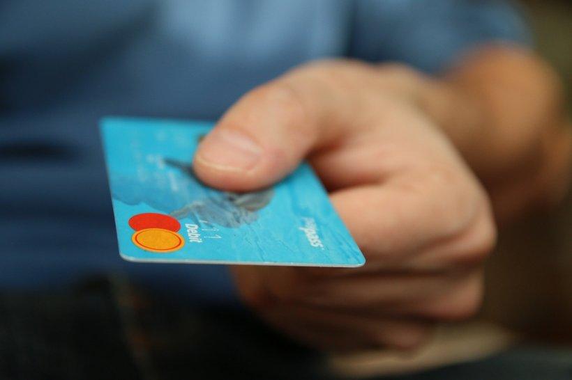 Avertisment privind cardurile bancare! Nu mai faceți asta cu ele!