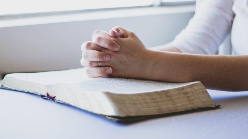 Rugăciunea care trebuie rostită pe 13 decembrie. Toate dorințele se îndeplinesc