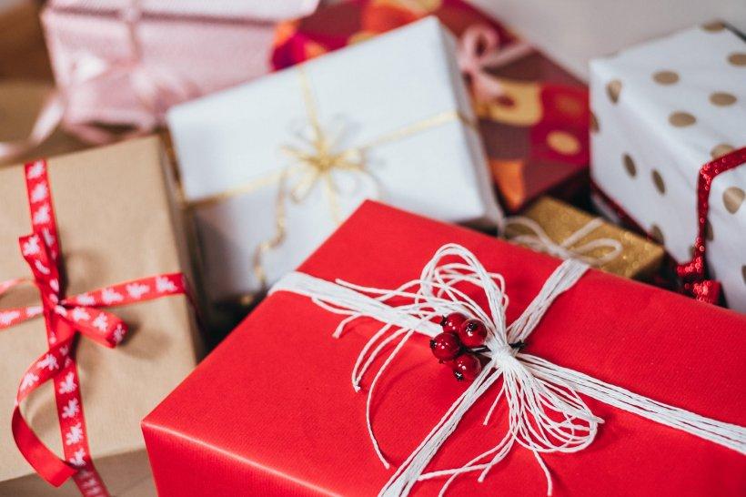 Cum împachetăm cadourile de Crăciun pentru cei apropiați