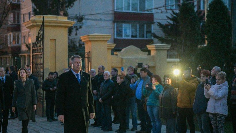 """Iohannis: """"De 30 de ani încoace, în fiecare decembrie, durerea devine și mai sfâșietoare pentru cei care au pierdut un suflet drag"""""""