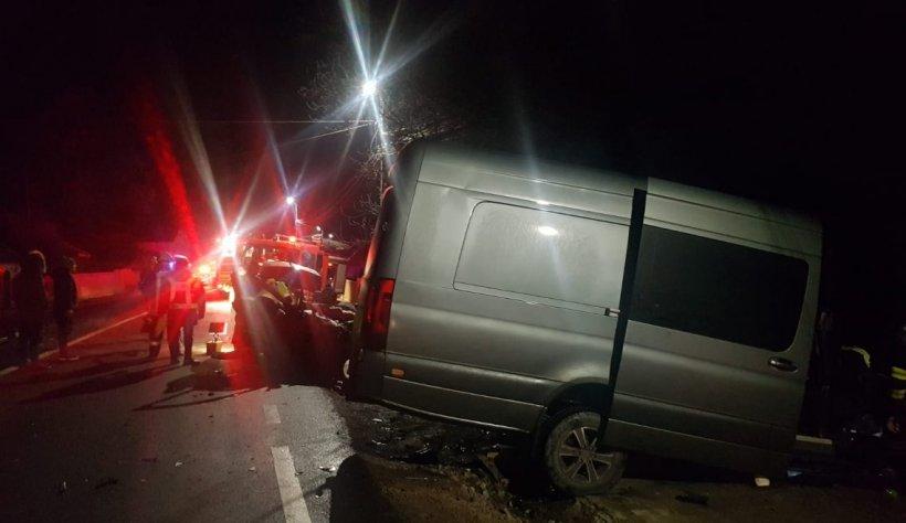 Microbuz cu 37 de muncitori, implicat într-un accident în județul Prahova