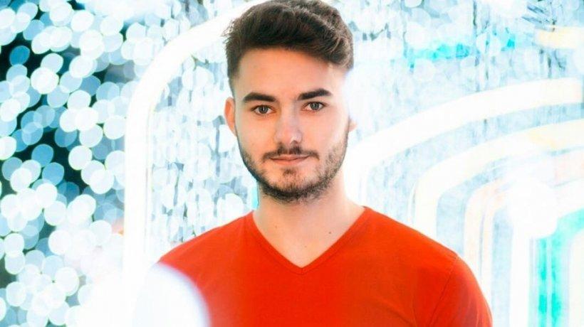 Vasile avea 18 ani, iar recent a fost nevoit să părăsească sistemul de asistență socială. N-a făcut față și a decis să se sinucidă. Mesajele sale de pe rețelele de socializare sunt cutremurătoare