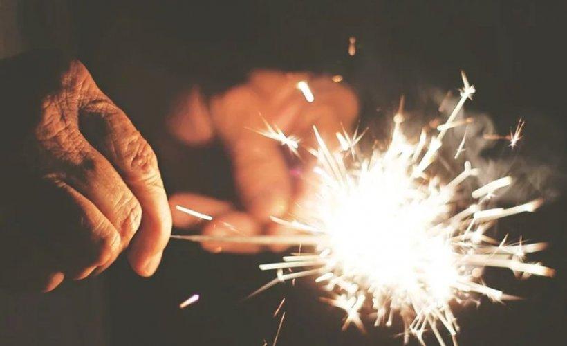 Caz șocant. Un bărbat a murit după ce 200 de artificii i-au explodat în față
