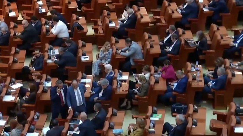 Proiectul privind eliminarea unor pensii speciale nu a mai fost discutat în Parlament