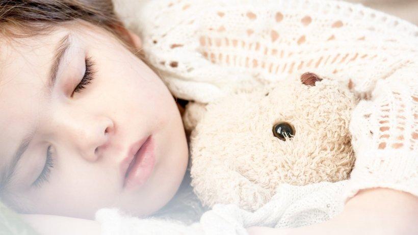 """Fetița de la orfelinat a făcut o mărturisire extrem de dureroasă: """"E multă lume pe la noi în decembrie, dar în ianuarie e gol. Copiii mici se tot uită la poartă și nu înțeleg de ce nu mai vine nimeni"""""""